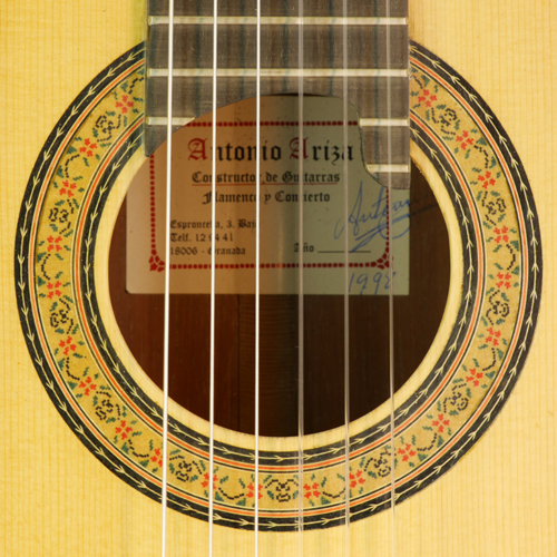 rosette, label of Antonio Ariza guitar with spruce top and cocobolo back and sides, year 1998