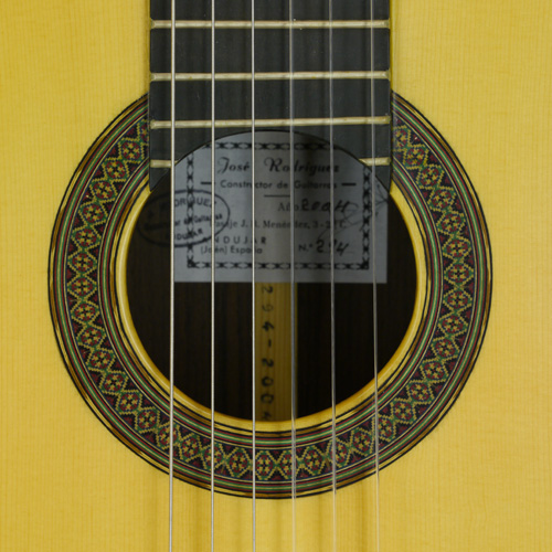 rosette and label of José Rodriguez guitar spruce, rosewood, year 2004